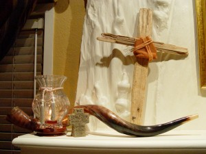 Cross-Shofar-Mantle